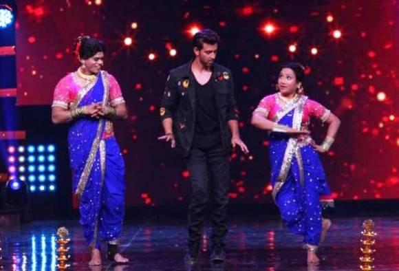 Siddharth Jadhav dance with Hrithik Roshan on Pingaa song in Nach baliye
