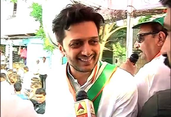riteish deshmukh road show in latur for support to congress for latur municipal corporation election 2017