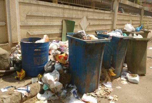 मुंबईतील कचरा उचलणार नाही, कंत्राटदारांचा पालिकेला इशारा