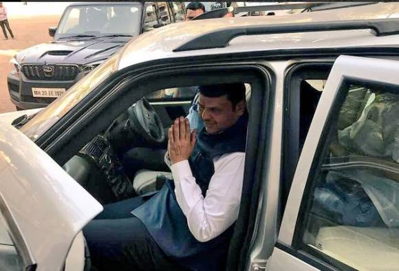 Maharashtra Ministers removed red beacon from their cars immediately