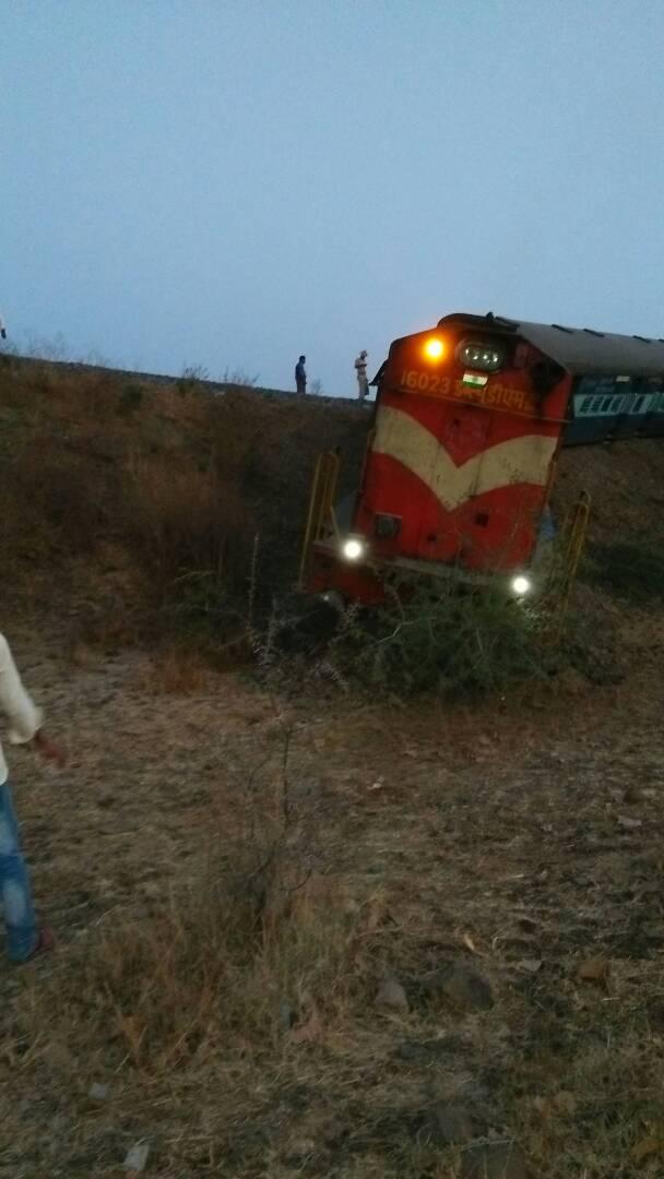 Aurangabad Hyderabad passenger train derailed