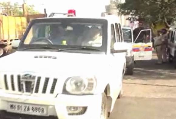 BJP national president Amit shah travel to thane in red beacon car latest update