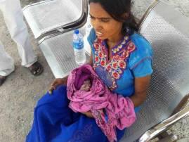 रेल्वे टॉयलेटमधून पडूनही बचावलेल्या बाळाचा आईसह मृत्यू
