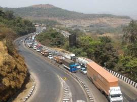 मुंबई-गोवा आणि मुंबई-पुणे महामार्गांवर वाहतूक कोंडी