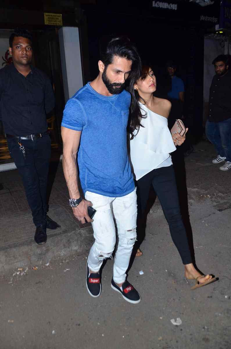 Shahid Kapoor and Mira Rajpoot's hangout photos
