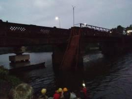 गोव्यात पोर्तुगीजकालीन पूल कोसळला, 50 जण नदीत पडल्याची भीती