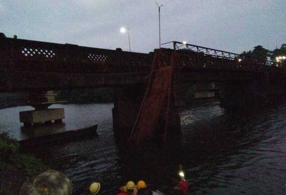 Bridge collapses in Goa, several people fall in river latest update