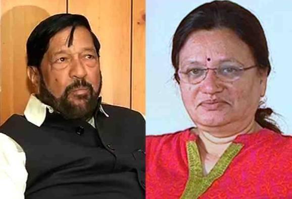 Pune Mayor Mukta Tilak and Girish Bapat face a ban on liquor in highway