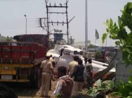 मुख्यमंत्र्यांचं हेलिकॉप्टर ट्रकवर कोसळलं
