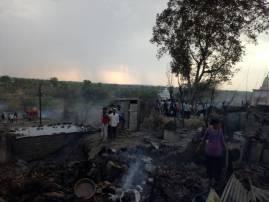 वर्ध्यातील भिष्णुरात भीषण आग, 15 घरं जळून खाक