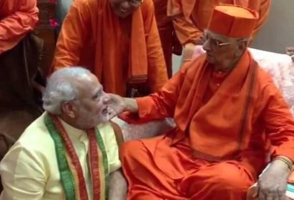 pm modis guru and ramakrishna mission president swami atmasthananda passed away