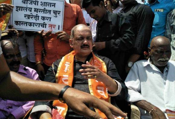 Shivsena protest against govt over toor purchase latest updates