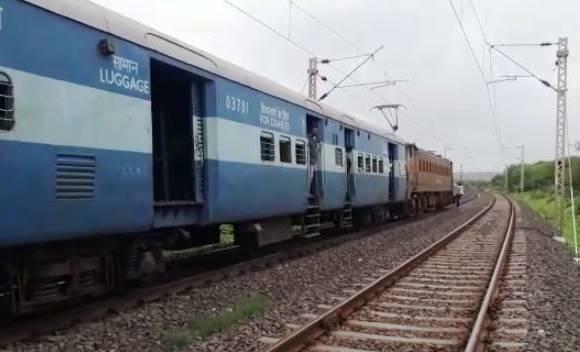 Nashik-Mumbai rail traffic resumes after 2 hours
