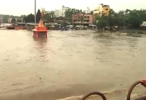 heavy rain slashes Nashik latest photo update