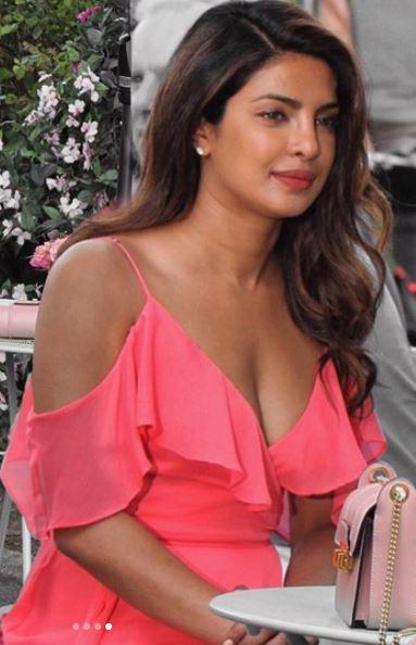 latest pics of priyanka chopra at Mumbai airport