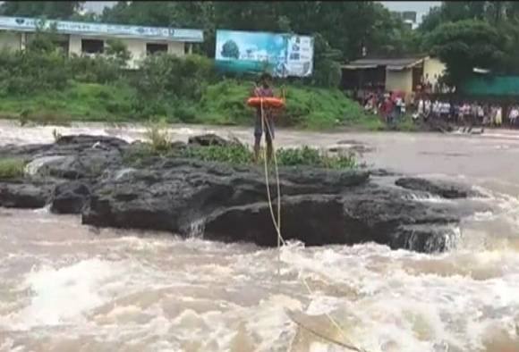 The survival of a young man stuck on the banks of river Gadhavi in Panvel