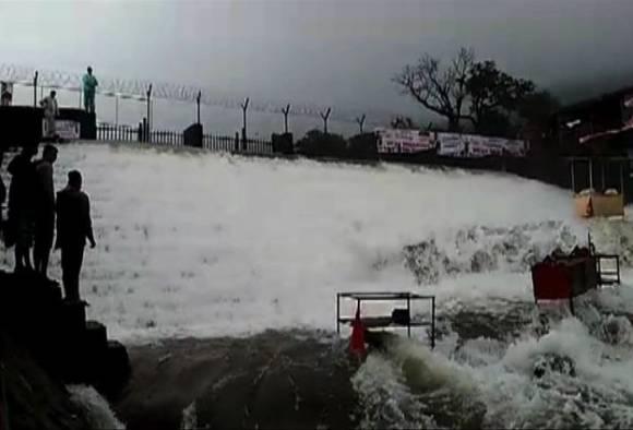 Lonavala : Tourist dies after slips near Bhushi Dam latest update