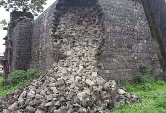 Cracks to Bhukot fort in Pune latest updates
