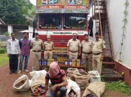 गटारीसाठी 2 लाखांची दारु, मुंबई-गोवा हायवेवर ट्रक पकडला!