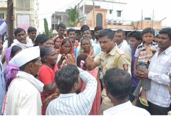 lathi charge on farmers in Nanded latest updates