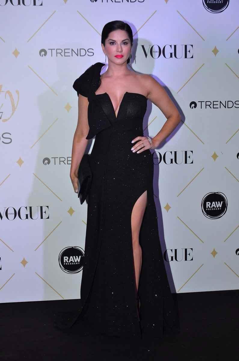 sunny leone in vogue fashion award 2017