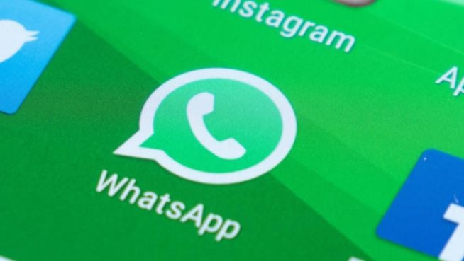 whatsapp android beta reveals facebook like coloured text status