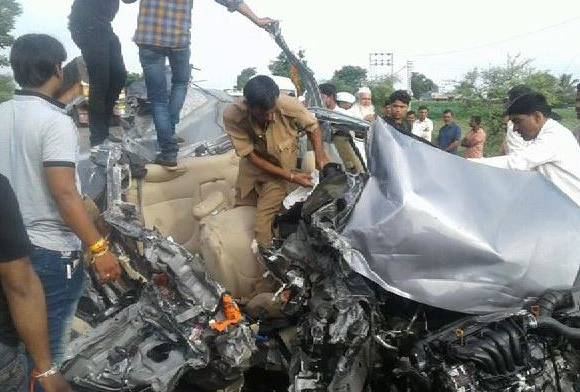 5 Maratha morcha supporters died in accident