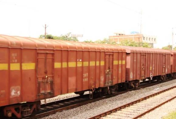 Ambarnath : Youth dies while taking selfie on goods train