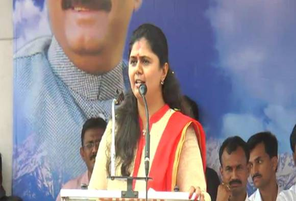Pankaja munde clears once again she is not in race of cm latest updates
