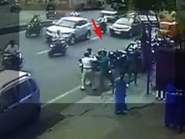 VIDEO : पुण्यात न्यायाधीशाच्या पतीची वाहतूक पोलिसाला मारहाण