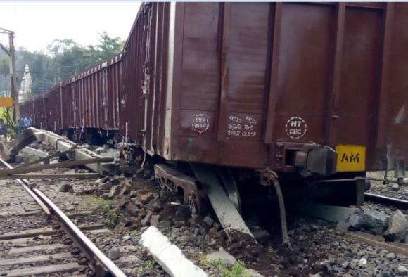 Goods train derailed near Khandala, Mumbai Pune Railway line affected latest update