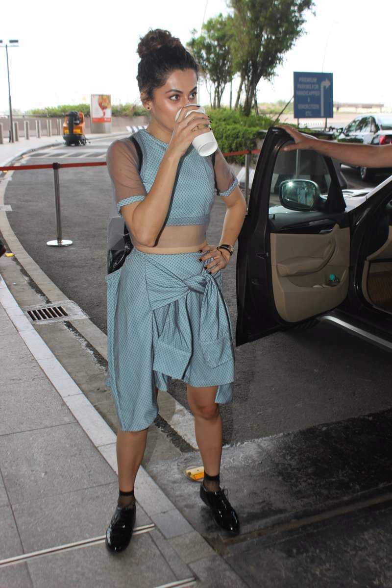 Actress taapsee pannu in Mumbai Airport