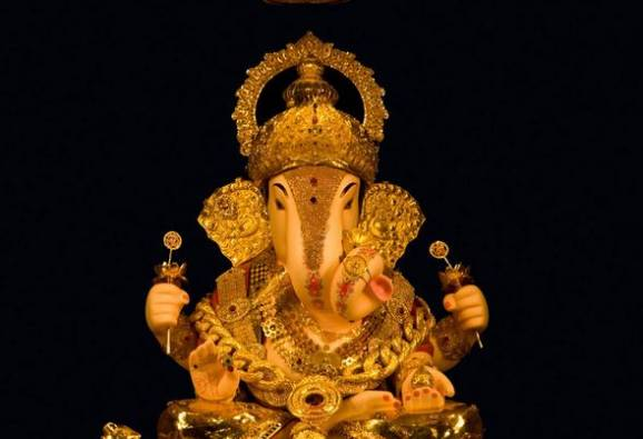 Pune : Old five hundred and thousand rupees note in Dagdusheth Halwai Ganapati donation box latest update
