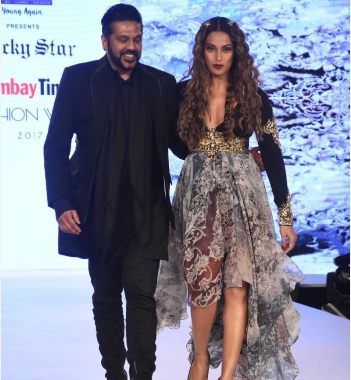 actress bipasha basu ramp walk latest photo