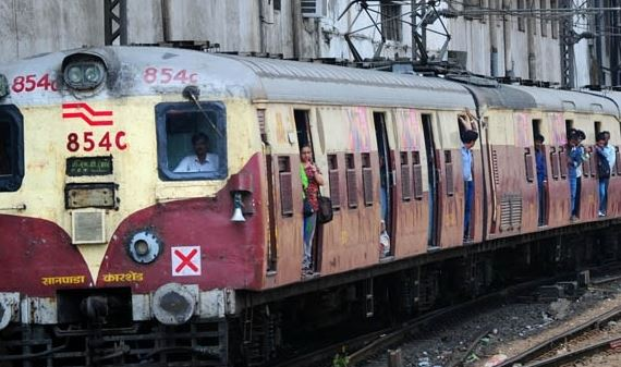 Engine failure at cotton green station, Panvel to CST trains are not working