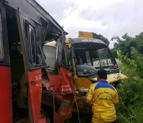 Kalyan : 8 injured in ST bus and school bus accident