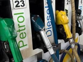 दिवाळीपर्यंत पेट्रोल-डिझेलचे भाव उतरतील : पेट्रोलियम मंत्री