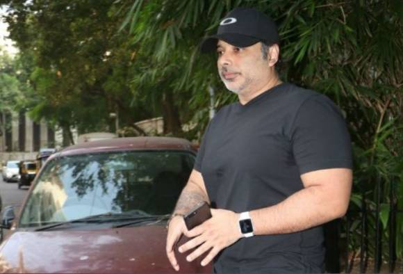 Actor Uday Chopra looks recognizable in his latest pictures!
