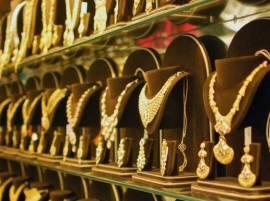 सोनं खरेदीवेळी या 5 गोष्टी नक्की लक्षात ठेवा!