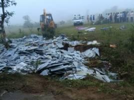 सांगलीत फरशी घेऊन जाणारा ट्रक उलटला, 10 मजुरांचा चिरडून मृत्यू