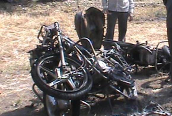 boyfriend burned a bike in front of a Girlfriend's house in Nashik latest update