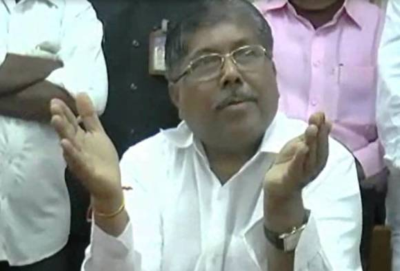 There will be no pothole in the state till December 15 Chandrakant Patil claims latest update