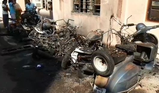 Pune : Minor boy sets two wheeler on fire as parents scold latest update