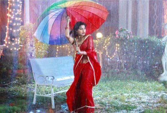 Actress Yukti Kapoor's saree caught fire during a romantic scene of Agnifera serial