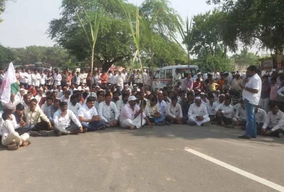Agitation in Solapur for Sugarcane price latest updates