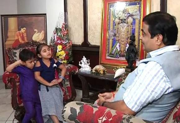 Interview of Nitin Gadkari by his grand daughter on the occasion of children's day