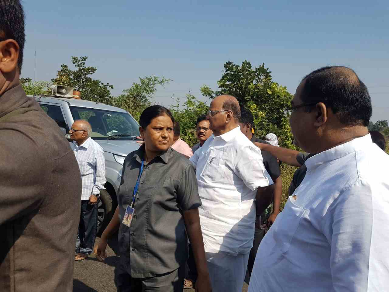 Gadchiroli : Sharad Pawar helps the car accident victims