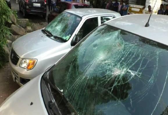 पिंपरीत तोडफोडीचं सत्र सुरुच, गाड्या आणि घराच्या काचाही फोडल्या