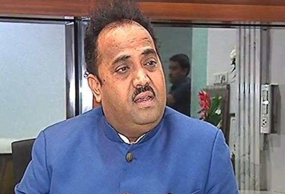 गिरीश बापटांविरोधात कारवाईचा निर्णय मुख्यमंत्र्यांनी घ्यावा : संजय काकडे