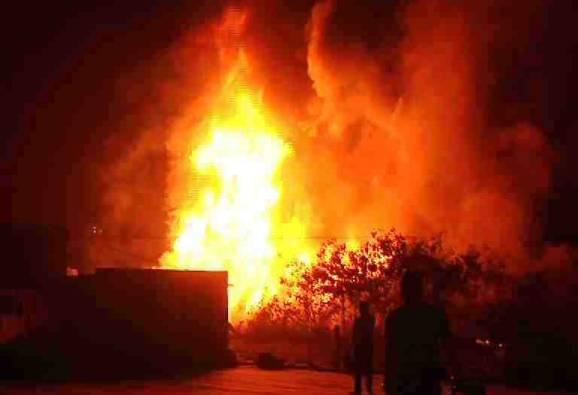 नवरंग स्टुडिओची आग विझली, अग्निशमन दलाचा जवान जखमी